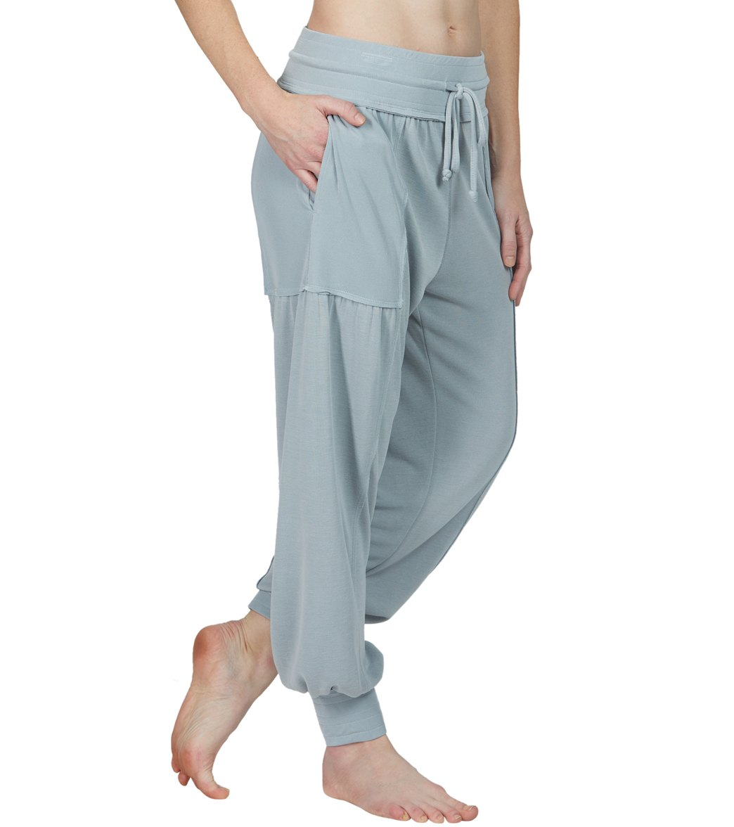 f4f9780977aa4 Free People Scorpio Joggers at YogaOutlet.com - Free Shipping