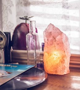SoulMakes Rough Rose Quartz Lamp