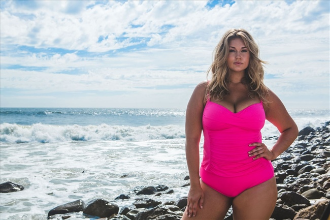 f50d83ed61 How to Choose Flattering Plus Size Swimwear