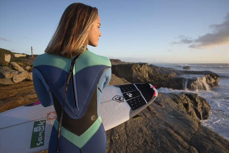 Wonderful Wetsuit  Tips on Choosing the Best One for Surfing d7f71846f