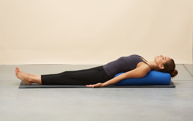 How To Use A Yoga Bolster Yogaoutlet Com