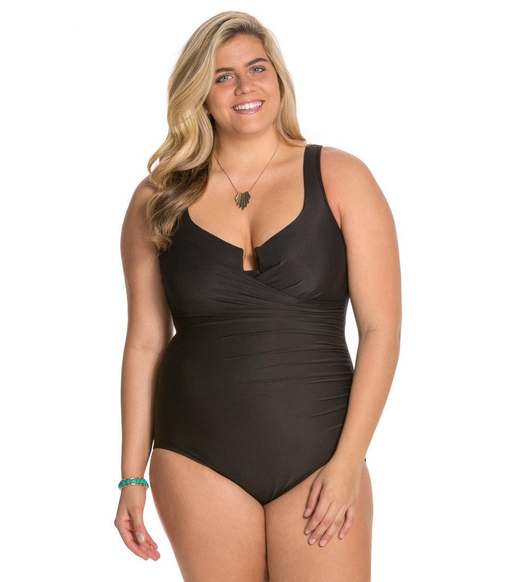 9492befe5a8d8 How to Choose Flattering Plus Size Swimwear