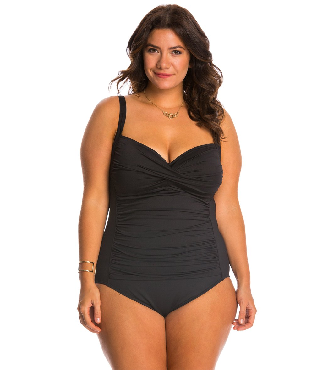 08aa8cd3ff155 ... La Blanca Plus Size Core Solid Sweetheart One Piece Swimsuit Play  Video. MODEL MEASUREMENTS