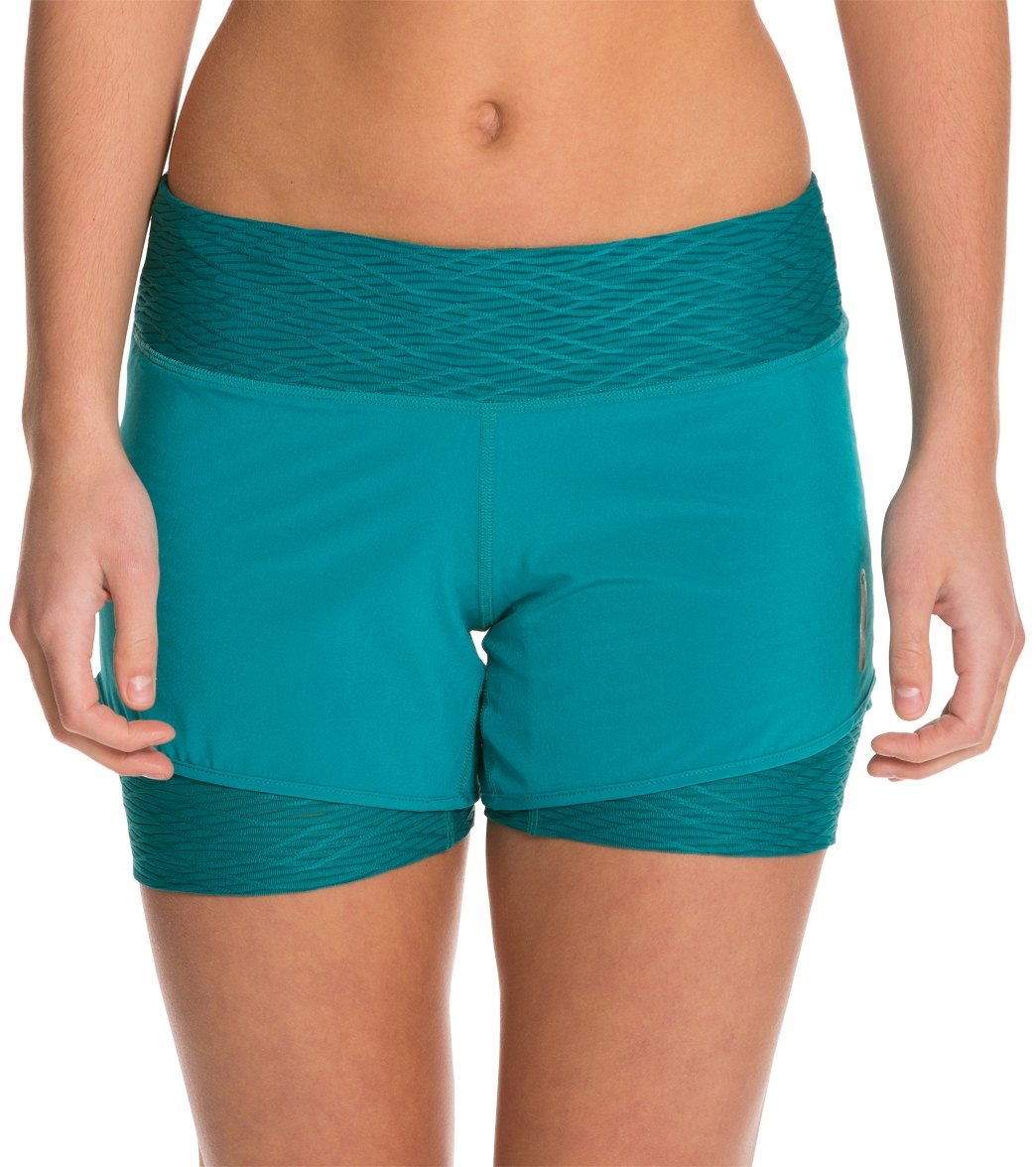 3838ff9aaaa1c Pearl Izumi Women s Flash 2 in 1 Running Short at SwimOutlet.com - Free  Shipping