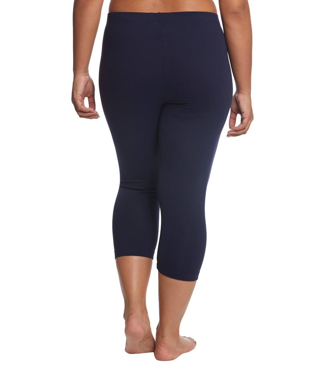 141600b9df471 Danskin Plus Size Body Fit Yoga Capris at YogaOutlet.com