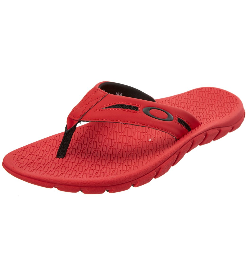 d6ce65b4f1ff Oakley Men s Operative 2.0 Flip Flop at SwimOutlet.com